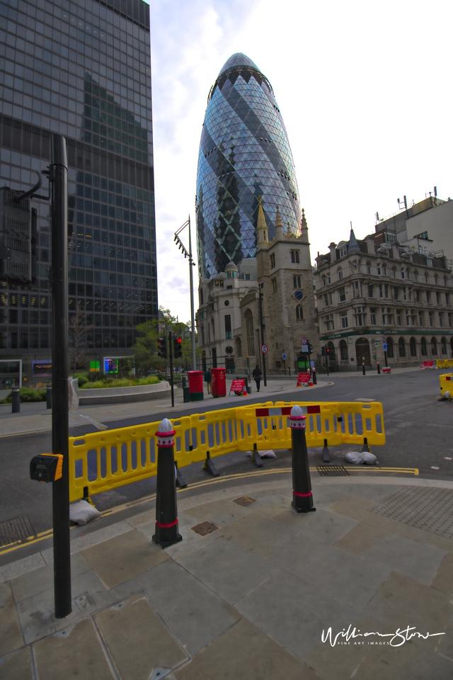 Bishopsgate, Botolph, Liverpool Street Station, Walking by, On my Phone Walking, Blue Liners In London.